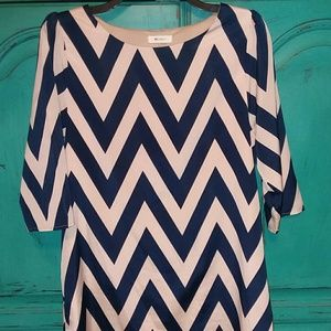 Everly size small navy and tan chevron dress
